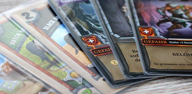 Manche Karten-Hüllen passen besser als andere.