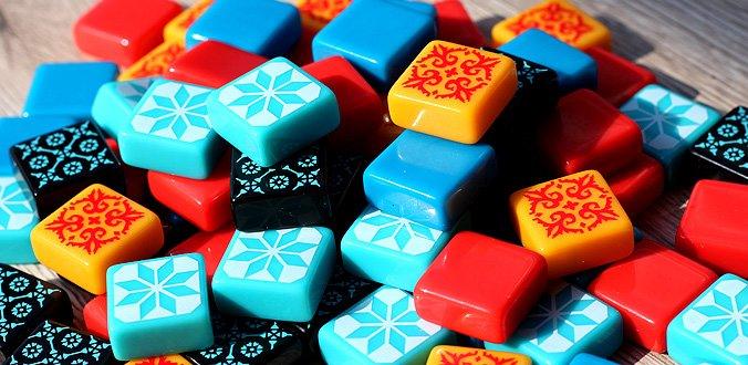 """Die 100 """"Fliesen""""-Spielsteine fühlen sich sehr gut an - Azul Review"""